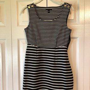 Stretch with stripes black and white dress